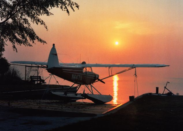 piper_n4471a_super_cub_seaplane_on_lake_st-_clair